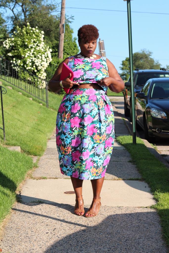 curvy women, curvy, curvy girls, plus size clothing, eshakti, crop tops, plus size skirts, plus size fashion, curvy blogs, curvy bloggers, plus size blogs, plus size bloggers, fat blogs, fat bloggers, floral print, midi skirts, sumer trends