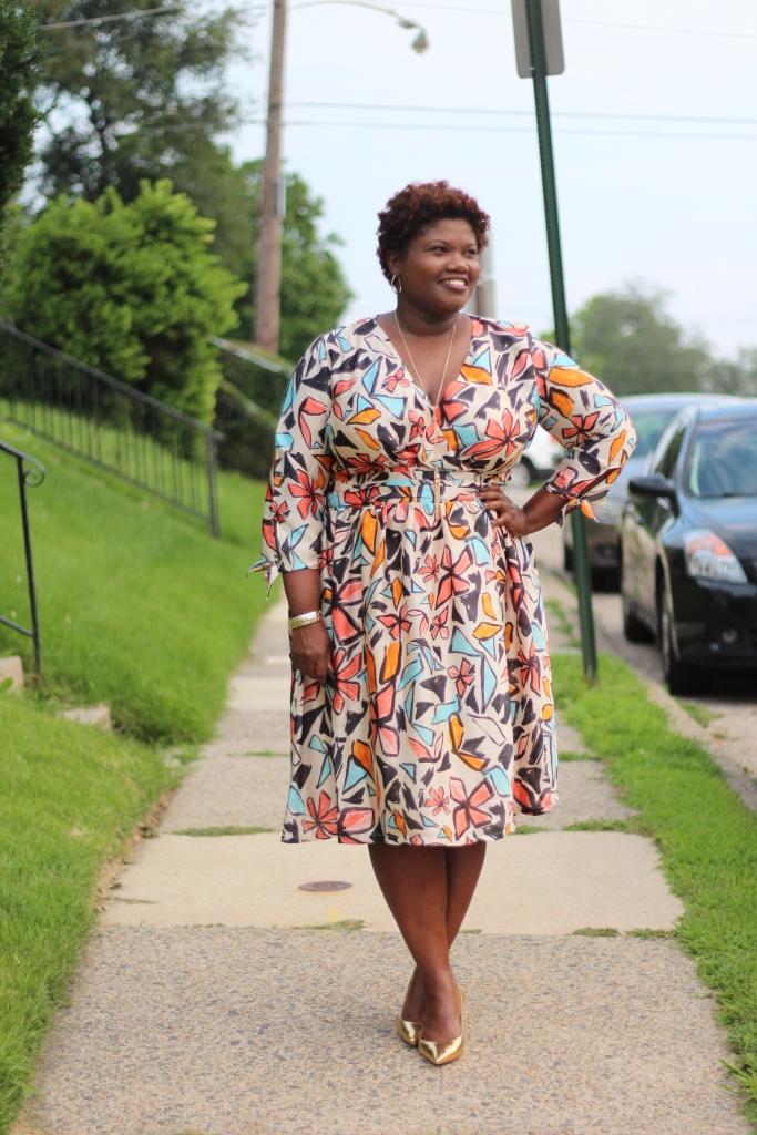 curvy, curvy girls, curvy women, curvy blogs, curvy bloggers, plus size dresses, wrap dresses, eloquii, print, floral print dresses, floral print, grown and curvy woman, grown and curvy woman blog, plus size dresses, plus size blogs, plus size bloggers, fat blogs, fat bloggers