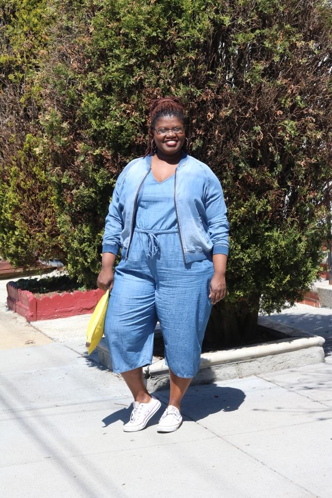 cropped jumpsuit, denim bomber jacket, plus size jumpsuits, converse sneakers, plus size blogger, plus size blogs, curvy bloggers, curvy blogs, old navy jumpsuit, gap outlet, curvy women, curvy woman, casual wear, denim on denim, Canadian tuxedo, spring, low top sneakers