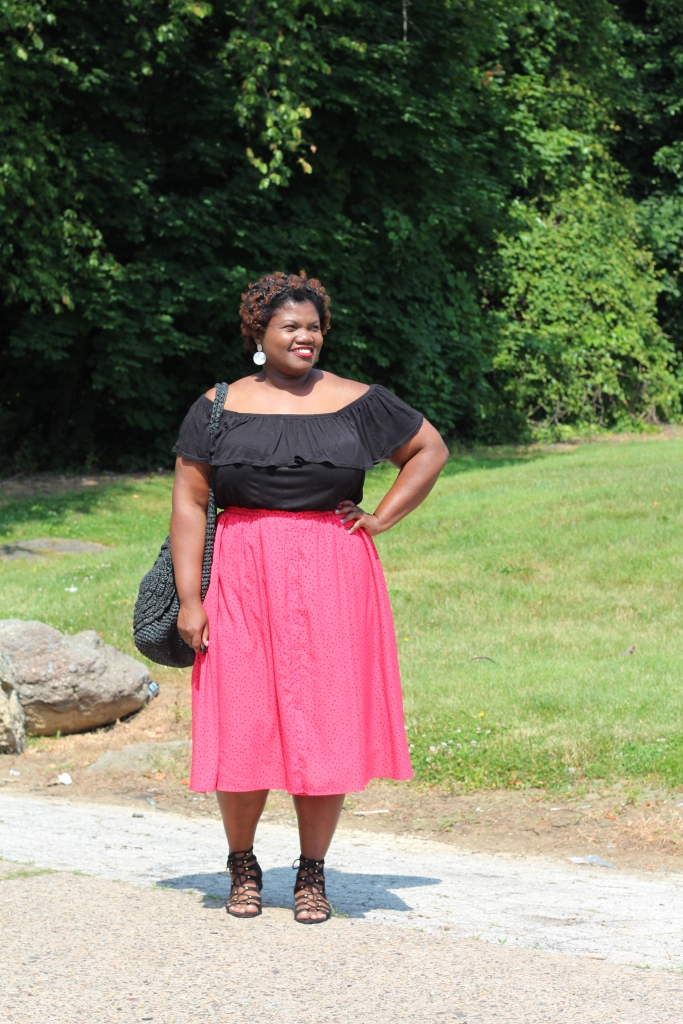 curvy women, curvy, curvy blogs, off the shoulder tops, plus size skirts, gwynnie bee, midi skirts, plus size midi skirts, plus size blogs, plus size bloggers, plus size fashion, summer, summer trends, lace up sandals